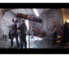 Hommes et femmes pour tournage d'un film sur #Paris